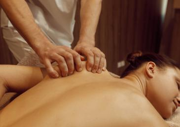 Massage therapist or physiotherapist